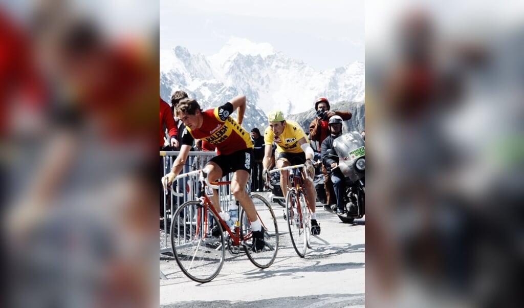 Joop Zoetemelk in 1980, in de gele leiderstrui van de Tour de France.  (beeld afp)