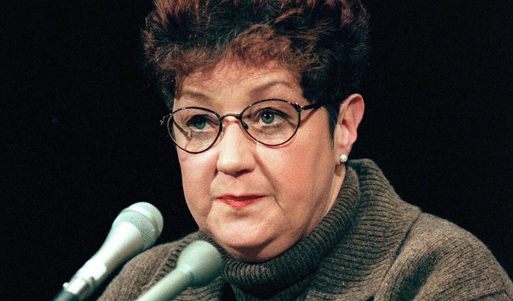 Norma McCorvey ('Jane Roe') in 1998, toen ze inmiddels tegen abortus streed.  (beeld the Woman at the Center of the 1973 Supreme Court Decision That Legalized Abortion in the United States, roe v Wade, Says she was Later Paid by anti-Abortion Groups to Denounce the Landmark Ruling, According to a Documentary set for Release on may 22, 2020. Norma Mccorvey was the Anonymous 'jane Roe' who Went to Court in 1969 to Challenge Laws Against Abortion After she was Barred in the State of Texas From Obtaining One. chris Kleponis / afp Fi)