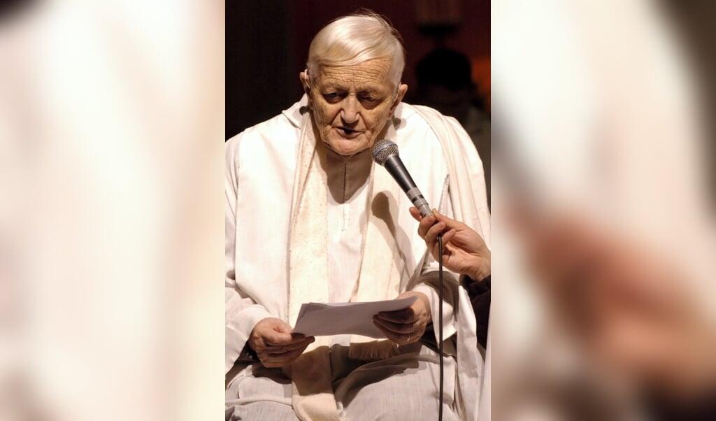 Frère Roger, de oprichter van de oecumenische gemeenschap in Taizé, in 2003.  (beeld epa / Miguel Villagran)