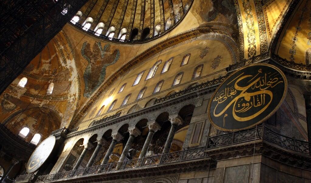Interieur van de Hagia Sophia / Aya Sophia in Istanboel. Het gebouw wordt beschouwd als de grootste basiliek uit de Byzantijnse periode.   (beeld anp / Robert vos)