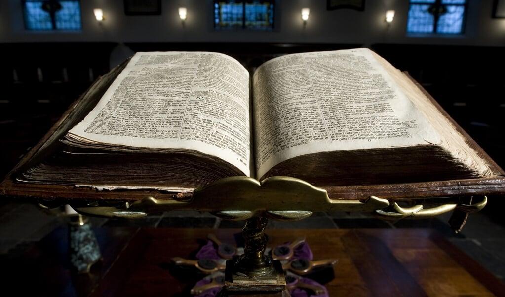 Ook zusters die met vrucht in het ambt dienen, worstelen soms nog met bepaalde Bijbelteksten.  (beeld  anp / Koen Suyk)
