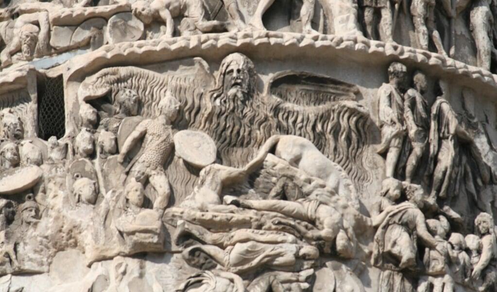 Het 'regenwonder' van 174 op de Zuil van Marcus Aurelius in Rome. De regen is als persoon afgebeeld.  (beeld wikicommons)