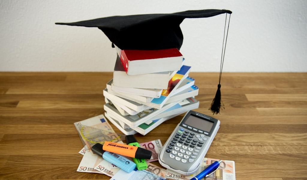 Studenten krijgen een deel van hun collegegeld terug als ze door de coronacrisis vertraging oplopen.  (beeld anp / Lex van Lieshout)