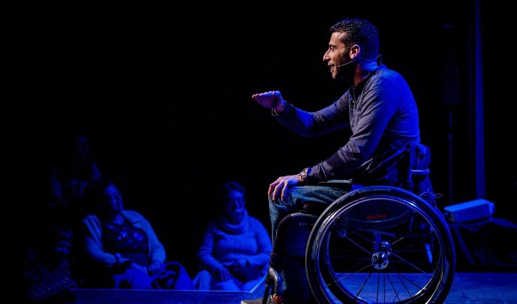 De premiere van de theatershow Scherven brengen geluk van presentator en sporter Marc de Hond, in 2019, in een theater vol rolstoelen.  (beeld anp / Robin van Lonkhuijsen)