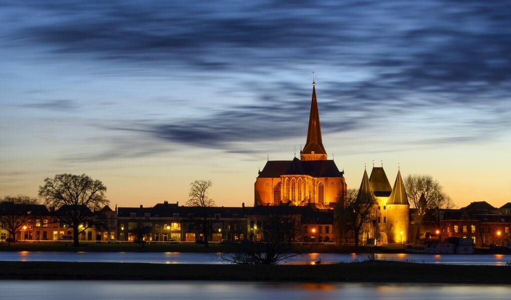 <p>De Bovenkerk in Kampen, toneel van kerkstrijd vanaf 1609.</p>  (beeld istock)