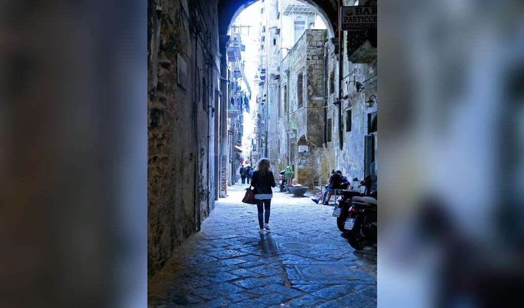 <p>Ook de nieuwste roman van Elena Ferrante heeft Napels als decor.</p>  (beeld istock)