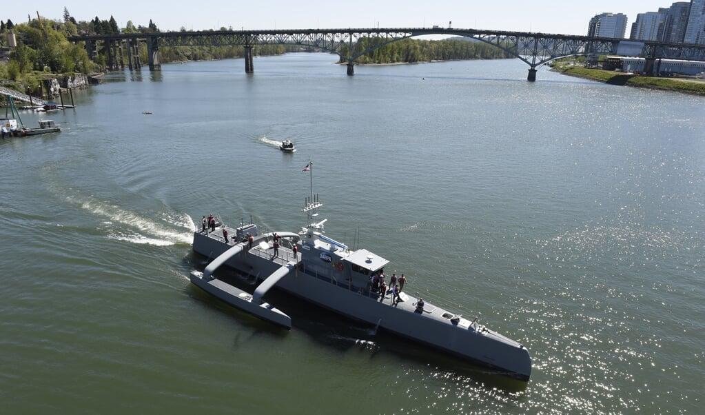 De Sea Hunter kan zelfstandig, zonder bemanning of begeleiding, op de oceaan speuren naar onderzeeboten. Het schip heeft verschillende autonome reizen gemaakt tussen de Californische kust en Hawaï.  (beeld  John F. Williams)