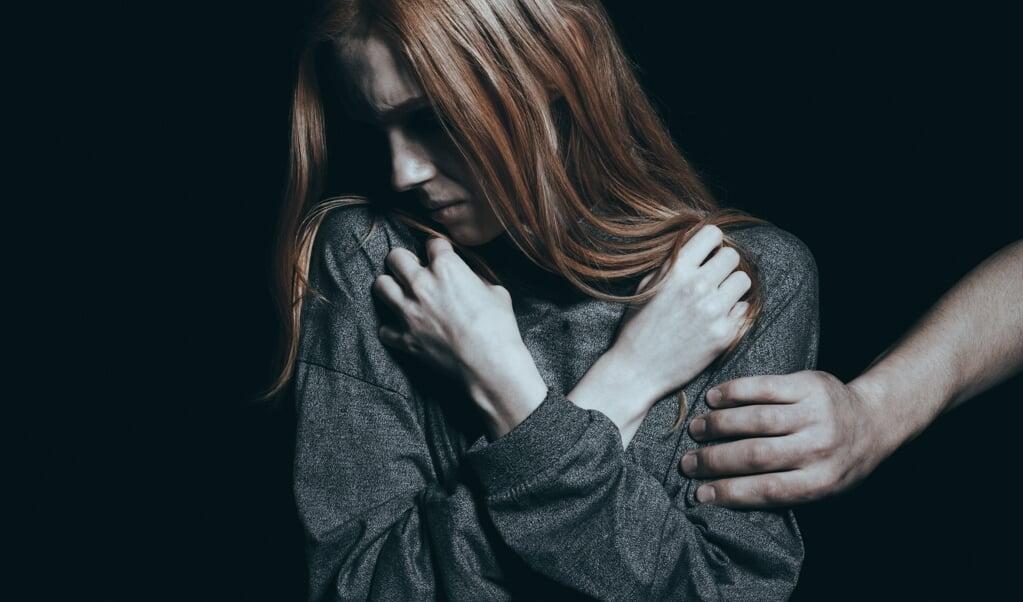 Volgens de fraudeonderzoekers van het IKZ komt naar voren dat de zorg aan kwetsbare mensen regelmatig onder de maat is.  (beeld  istock)