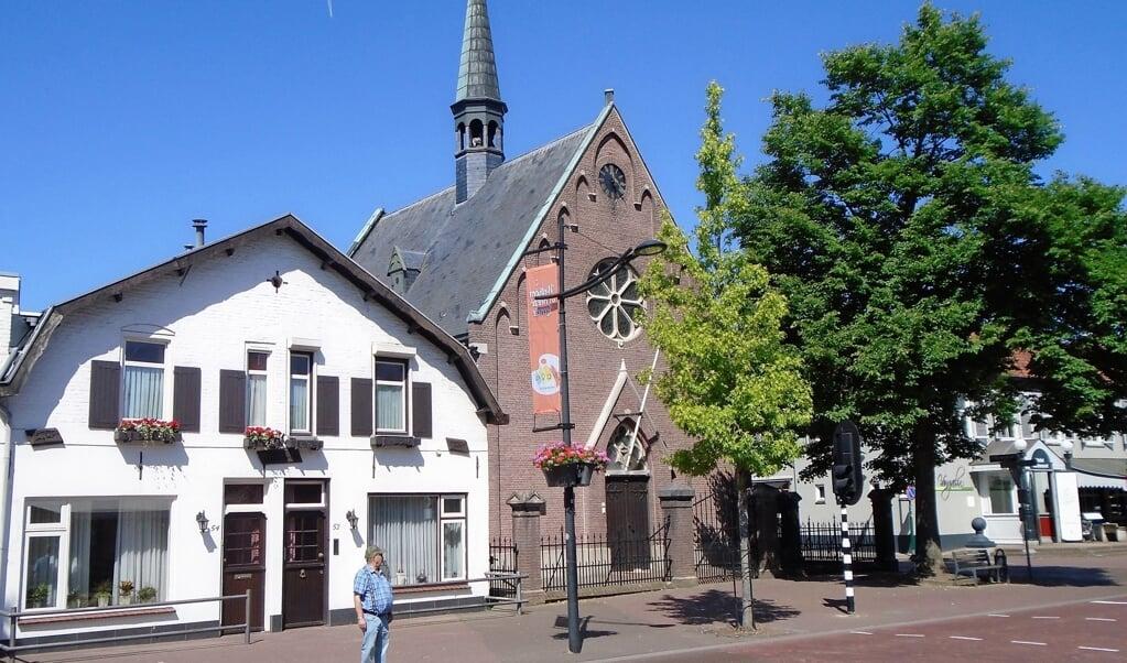 <p>Het kerkgebouw van de Protestantse Gemeente in Heeze. Het nieuwe Jaarboek 2020-2021 van de Protestantse Kerk in Nederland bevat onder meer de adressen van kerken en namen van predikanten.</p>  (beeld nd)