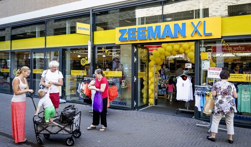 2017-06-01 12:31:42 ALPHEN AAN DEN RIJN - Exterieur van Zeeman. De textielonderneming bestaat 50 jaar. ANP ROBIN VAN LONKHUIJSEN  (beeld anp / Robin van Lonkhuijsen)