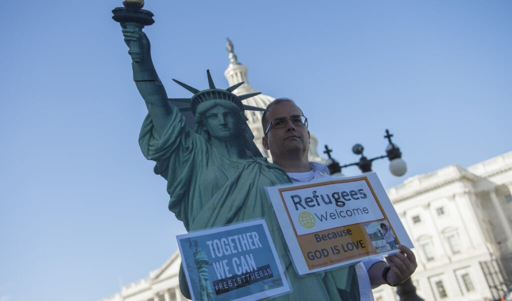 Een activist van de Church World Service tijdens een protest voor het Capitool in Washington, DC.  (beeld afp / Andrew Caballero-Reynolds)