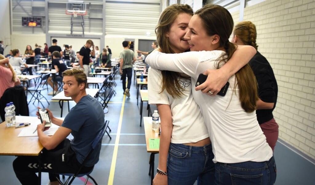 Tieners reageren sterker op sociale signalen, zoals afwijzing of bevestiging.  (beeld Marcel van den Bergh)