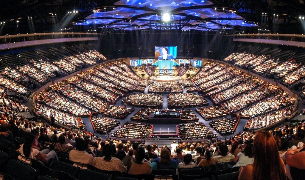 Christelijke massa's plaatsen leiders die tot de evangelicale top in de VS behoren, vaak op een voetstuk en willen bij voorbaat al geen kritiek horen.   (beeld iStock)