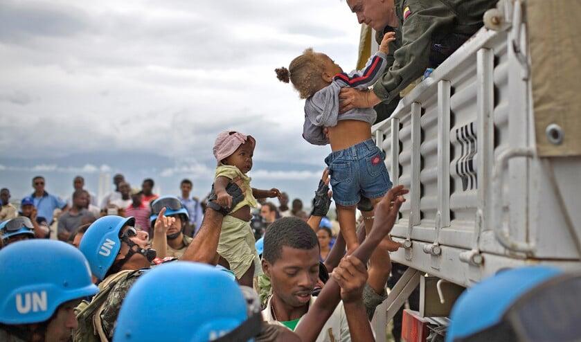 Blauwhelmen van de Verenigde Naties aan het werk op Haïti.  (ap / Ariana Cubillos en Bebeto Matthews)
