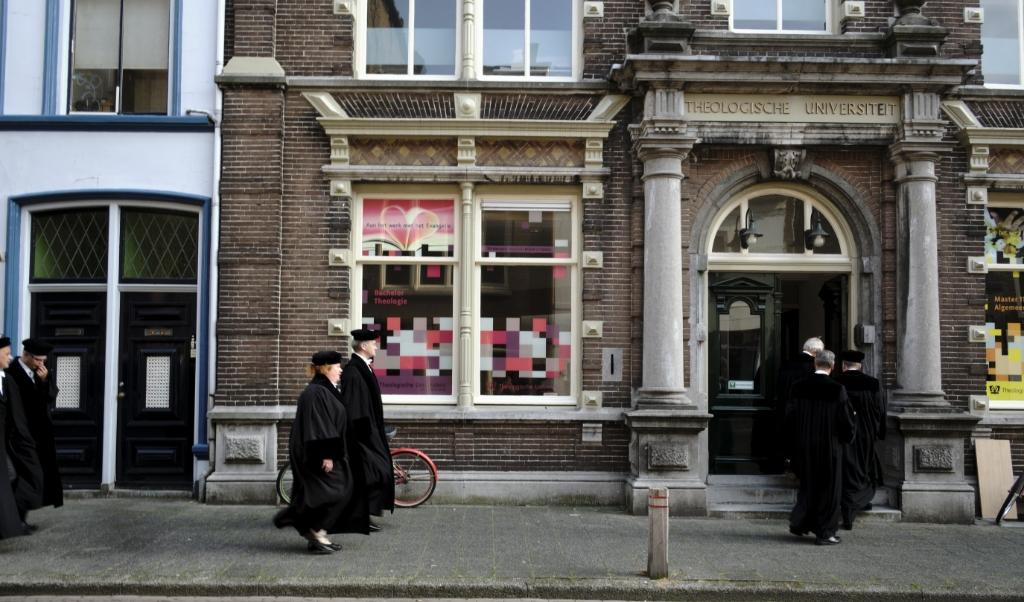 De Theologische Universiteit in de binnenstad van Kampen zal niet verbouwd worden.   (beeld Dick Vos)
