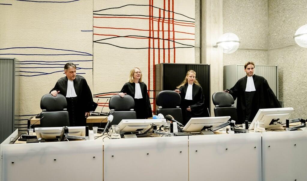 De rechters die in januari 2019 met hun uitspraak komen over de moord op Reduan B., de broer van kroongetuige Nabil B.    (beeld anp / Robin van Lonkhuijsen)