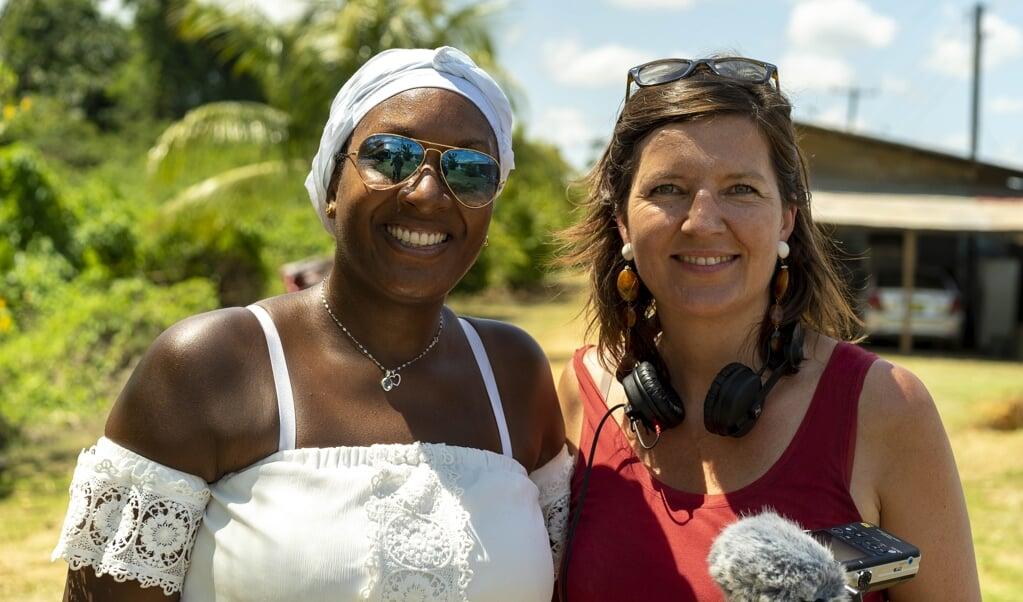 Peggy Bouva en journalist Maartje Duin ontdekten dat het verhaal van een Surinaamse slavenplantage hen verbindt.  (beeld Brian van der Leij)