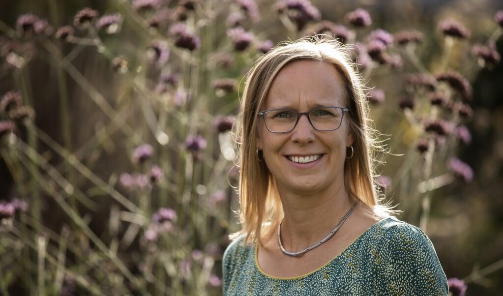 Godsdienstpsycholoog Hanneke Schaap-Jonker doet onderzoek naar zelfcompassie. Volgens haar zijn er behoorlijk wat verbanden tussen de manier waarop mensen naar God en de wijze waarop ze naar zichzelf kijken.  (beeld Jaco Hoeve)