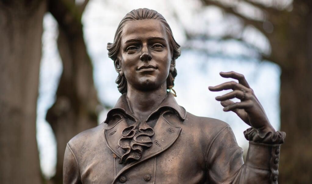 Een standbeeld van de dichter Friedrich Hölderlin in het Duitse Baden-Württemberg.  (beeld anp / Marijan Murat)