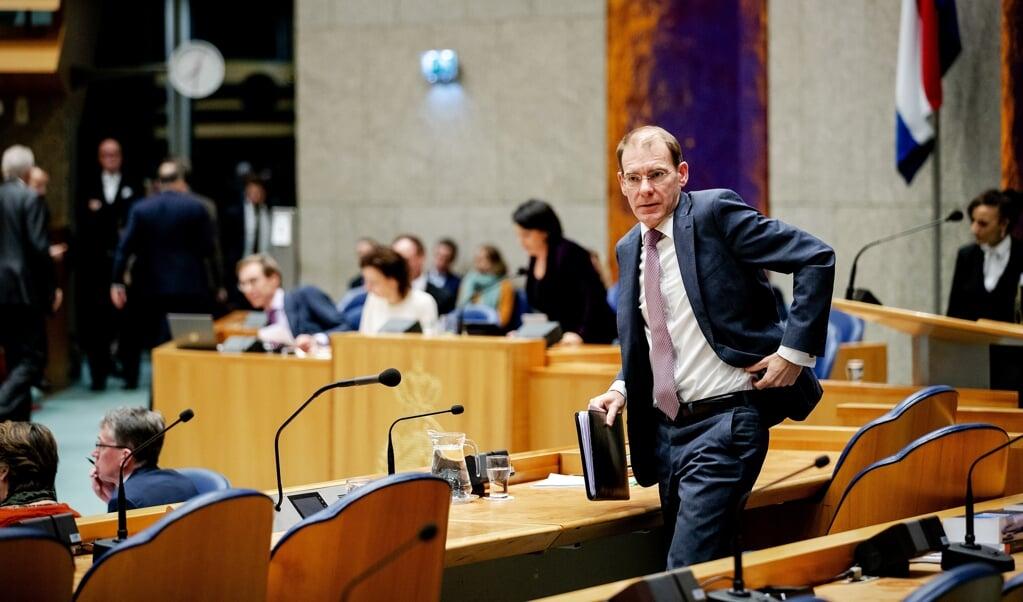 Staatssecretaris Menno Snel tijdens het debat in de Tweede Kamer over het optreden van de Belastingdienst in de affaire rond kinderopvangtoeslagen.  ( anp / Robin van Lonkhuijsen)