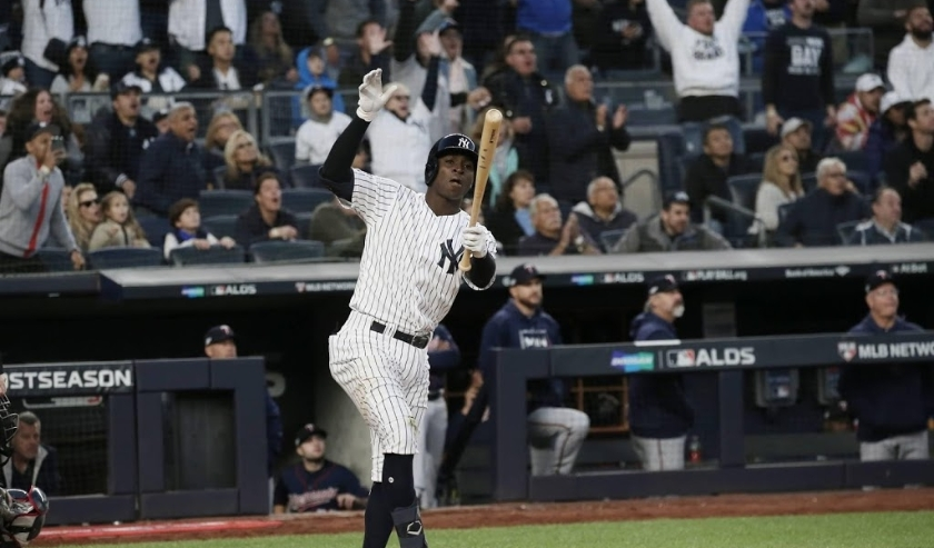 2019-10-05 20:08:50 epa07899874 New York Yankees batter Didi Gregorius hits a grand slam home run  against the Minnesota Twins in the bottom of the third inning of their MLB American League Divsion Series playoff baseball game two at Yankee Stadium in the  ( beeld anp)