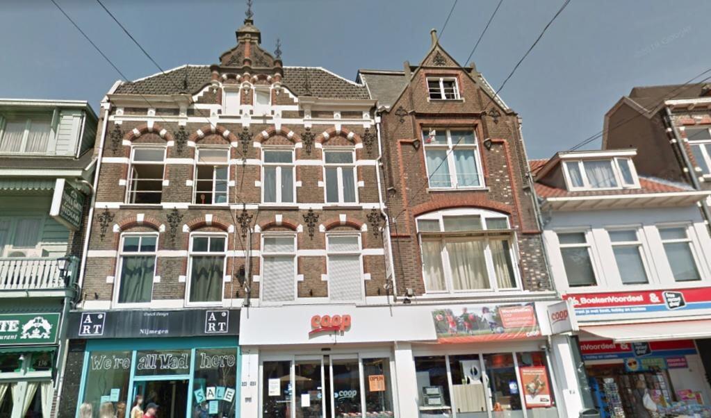 In de winkel waar de gebroeders Van Woerkom in 1948 de eerste supermarkt van Nederland begonnen, zit nu een filiaal van de Coop.  (beeld google maps)