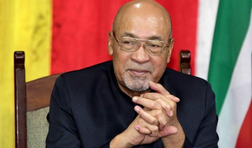 2019-12-01 00:00:00 COLAKREEK - De Surinaamse president Desi Bouterse reageert tijdens een persconferentie op zijn veroordeling van 20 jaar cel voor zijn aandeel in de Decembermoorden in 1982, kort nadat hij was aangekomen uit China. ANP  RANU ABHELAKH  ( beeld anp)