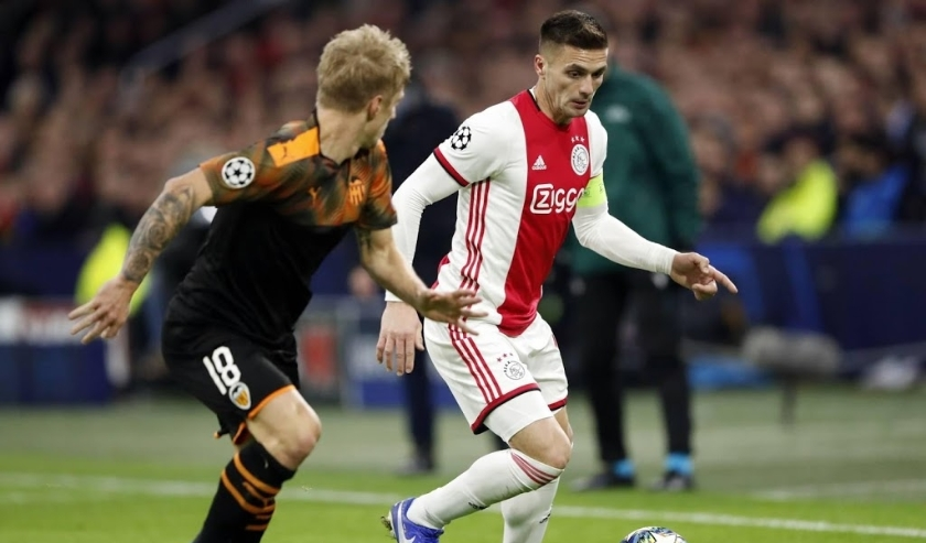2019-12-10 22:29:17 (l-r) Daniel Wass of Valencia CF, Dusan Tadic of Ajax during the UEFA Champions League group H match between Ajax Amsterdam and Valencia CF at the Johan Cruijff Arena on December 11, 2019 in Amsterdam, The Netherlands ANP SPORT  ( beeld anp)