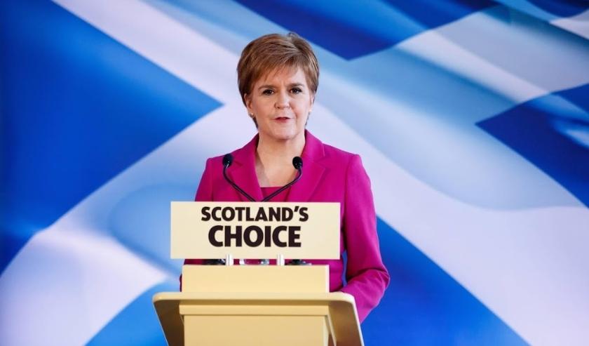 2019-12-13 13:11:18 epa08068586 SNP leader Nicola Sturgeon makes a statement in Edinburgh, Scotland, Britain, 13 December 2019. Britons went to the polls for a general election on 12 December 2019.  EPA/ROBERT PERRY  ( beeld anp)