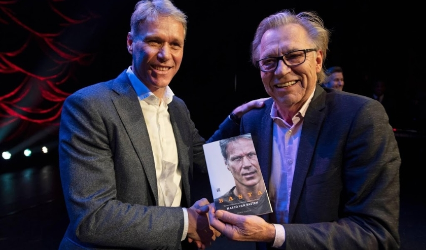 2019-12-02 21:57:04 Marco van Basten receives the first copy of his BASTA biography at the Amsterdam International Theater, Amsterdam, The Netherlands, December 2, from Jan Mulder. ANP OLAF KRAAK  ( beeld anp)