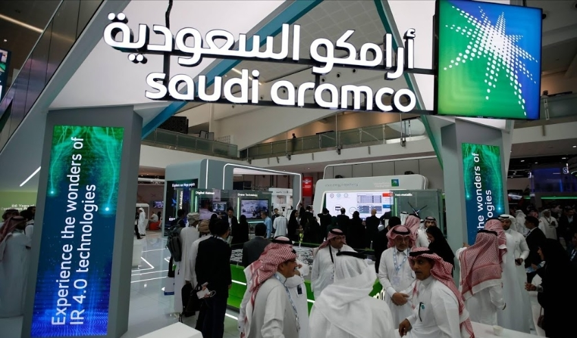 2019-11-11 14:07:56 epa08047426 (FILE) - Visitors gather at Saudi's Aramco section during Abu Dhabi International Petroleum Exhibition and Conference (ADIPEC) in Abu Dhabi, United Arab Emirates, 11 November 2019 (reissued 05 December 2019). Saudi Aramco h  ( beeld anp)