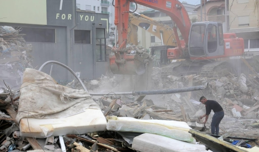 2019-12-02 14:00:15 epa08039973 An excavator works at a damaged building in Durres, Albania, 02 December 2019. Albania was hit by a 6.4 magnitude earthquake on 26 November 2019, the strongest recorded in decades, leaving at least 51 people dead and over 2  ( beeld anp)