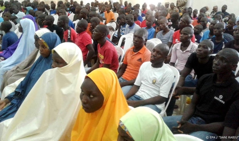 2018-07-26 13:28:58 epa06911370 People attend a handing over ceremony of 184 children and youths allegedly used by Boko Haram insurgents as fighters and suicide bombers, being handed over by the Nigeria military to UNICEF for de-radicalization, rehabilita  ( beeld anp)