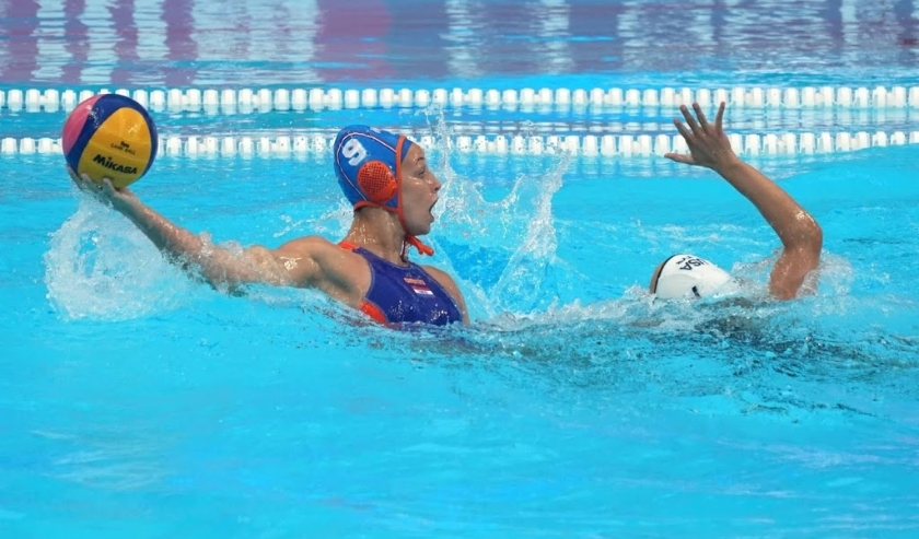 2019-07-16 19:49:23 epa07720274 Maartje Keuning of Netherlands (L) in action  against  Stephanie Haralabidis of USA during the women's water polo preliminary round match between the USA and the Netherlands at the FINA Swimming World Championships 2019 in   ( beeld anp)