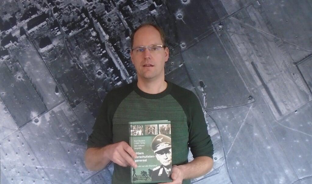 Wouter van den Brandhof: 'Naarmate het onderzoek vorderde, nam mijn sympathie voor Student af.'  ( beeld uit Hitlers parachutistengeneraal en Wouter van den Brandhof)