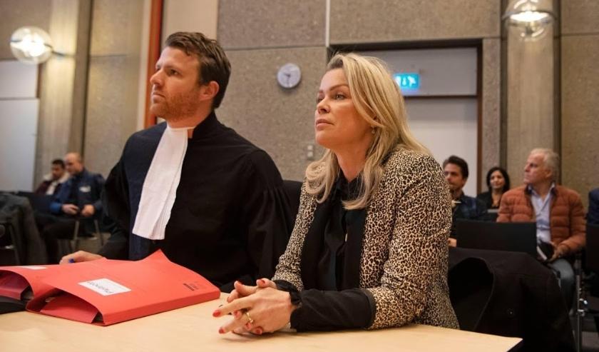 2019-12-12 09:29:32 AMSTERDAM - Bridget Maasland met haar advocaat Royce de Vries in de rechtbank. De presentatrice spant een kort geding aan tegen Prive, omdat het weekblad volgens Maasland onjuistheden over haar priveleven heeft gepubliceerd. ANP KIPPA   ( beeld anp)