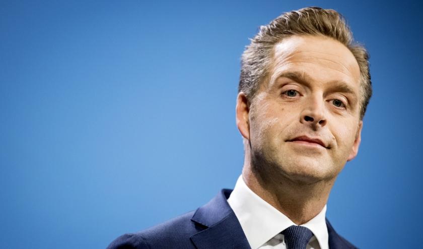 Vicepremier Hugo de Jonge: 'De bouwers moeten nu met een zo goed mogelijk bod op tafel komen.'  (beeld anp / Koen van Weel)
