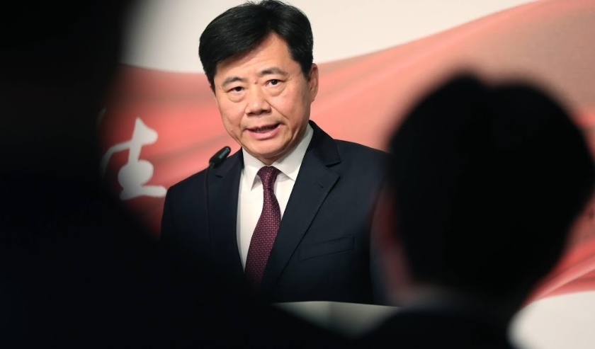 2019-11-24 18:12:59 epa08023053 The Ambassador of China to Germany Wu Ken delivers a speech during the photo exhibition 'Striving for a better life' in Berlin, Germany, 24 November 2019. The Chinese Xinhua News Agency in Berlin organized the exhibition to  ( beeld anp)