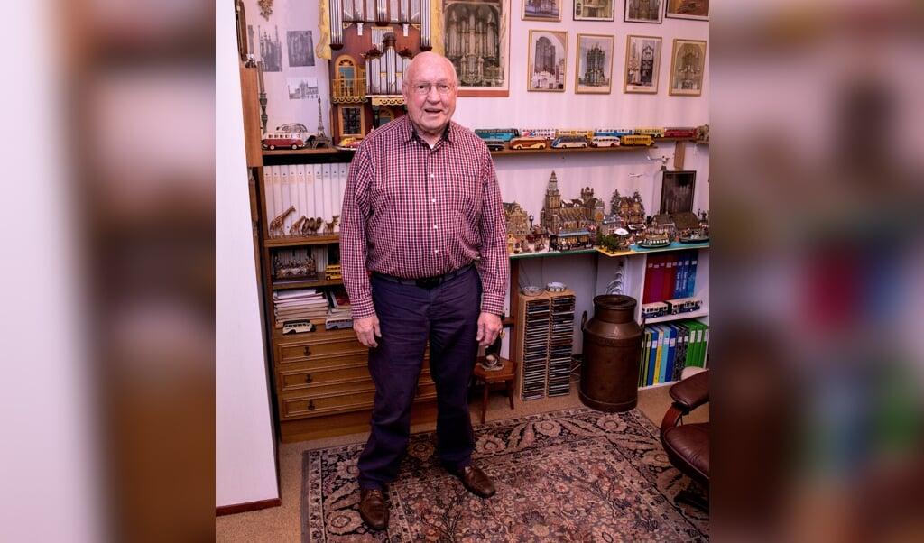 Orgelliefhebber Ben Zwijnenburg (84): 'Telkens denk ik: nu is het genoeg, ik stop ermee. Maar als ik dan in een winkel een ansichtkaart met een fiets zie, kan ik die toch niet laten liggen.'  (beeld Dirk Hol)