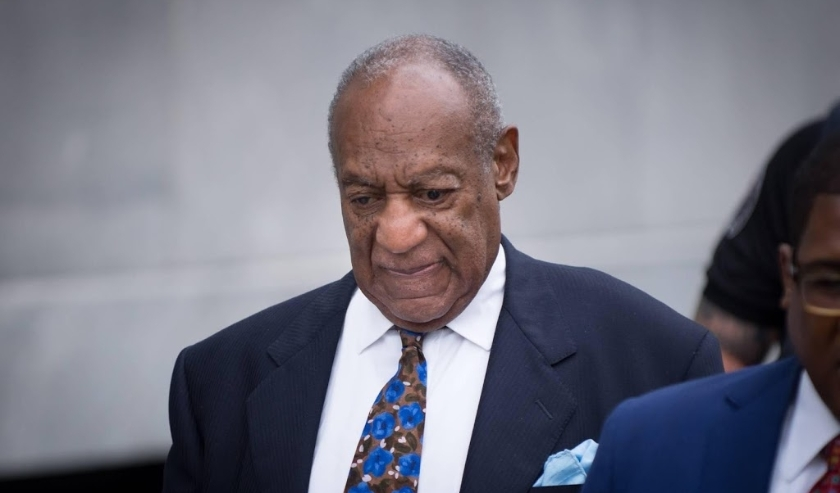 2018-09-24 15:51:55 epa07044186 US entertainer Bill Cosby (C) departs the Montgomery County Courthouse in Norristown, Pennsylvania, USA, 24 September 2018 after the first day of his sentencing hearing. Cosby was found guilty on three counts including Aggr  ( beeld anp)