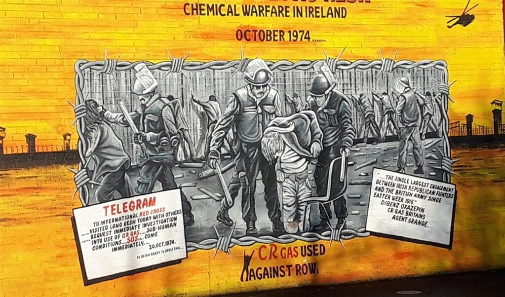 Muurschilderingen in Belfast herinneren aan het gewelddadige Noord-Ierse verleden.  (beeld nd)
