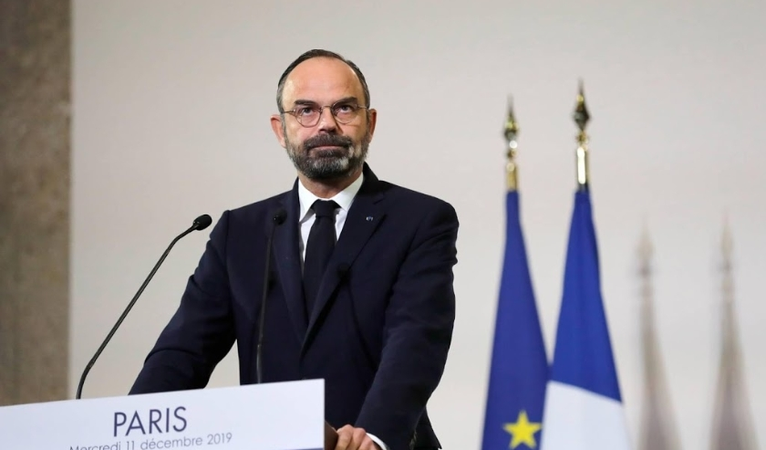 2019-12-11 13:13:23 epa08062231 French Prime Minister Edouard Philippe looks on as he unveils the details of a pension reform plan before the CESE (Economic, Social and Environmental Council), as hundreds of thousands of people demonstrated the day before  ( beeld anp)