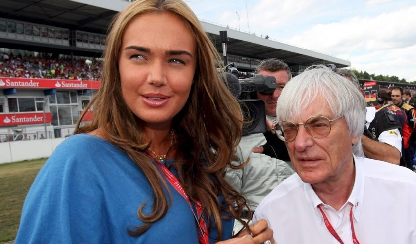 2008-07-20 14:04:55 epa01419085 F1 boss British Bernie Ecclestone (R) and his daughter Tamara stand on the grid before the start of the the German Grand Prix at Hockenheim race track in Germany, 20 July 2008. Britain's Lewis Hamilton celebrated his second  ( beeld anp)