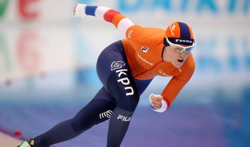 2019-12-07 19:42:58 epa08051434 Sanneke DE NEELING of the Netherlands in action during the women's 500m race of the ISU Speed Skating World Cup at Alau Stadium  in Nur-Sultan, Kazakhstan, 07 December 2019.  EPA/IGOR KOVALENKO  ( beeld anp)