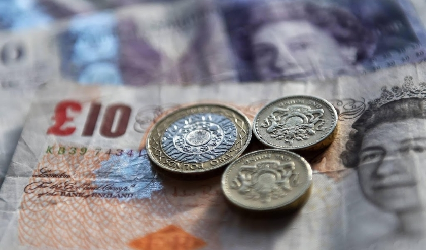 2016-02-22 16:40:02 epa05408713 (FILE) A file picture dated 22 February 2016 shows British Pounds in London, Britain. The British Pound Sterling on 05 July 2016 dropped to its lowest level in three decades in reaction to the 23 June's referendum in which   ( beeld anp)