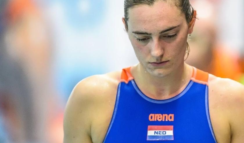 2016-03-26 00:00:00 GOUDA - Sabrina van der Sloot van het Nederlandse waterpoloteam na de wedstrijd tegen Spanje op het olympisch kwalificatie toernooi. De Nederlandse waterpolosters verloren de wedstrijd. ANP GERTJAN KOOIJ  ( beeld anp)