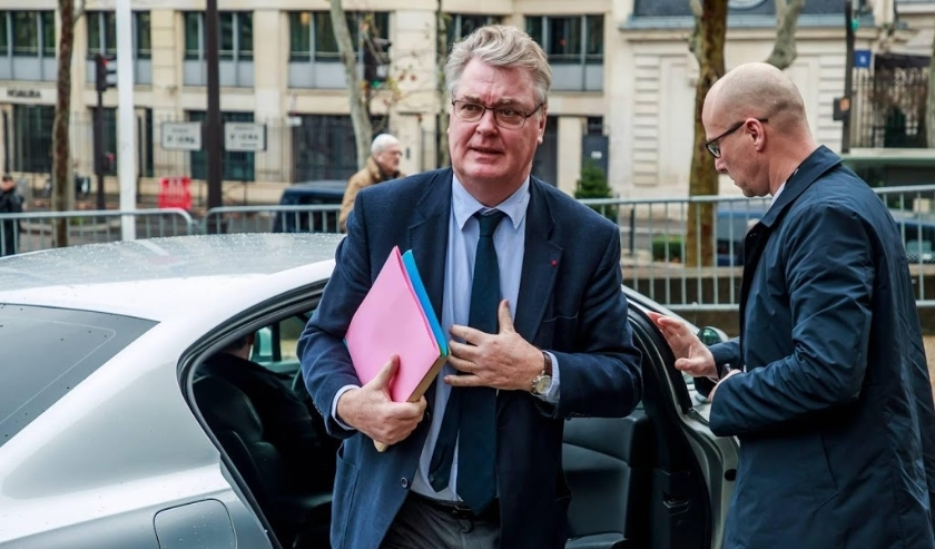 2019-12-11 09:41:14 epa08062481 French High Commissioner for Pension Reform Jean-Paul Delevoye (L) arrives to attend a meeting where French Prime Minister Philippe will unveil the details of a pension reform plan before the CESE (Economic, Social and Envi  ( beeld anp)