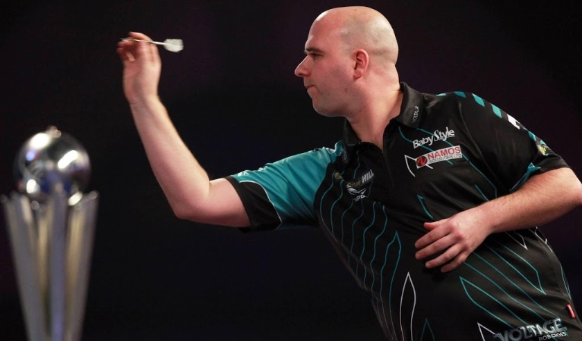 2018-01-01 21:26:11 epa06413075 Rob Cross of England in action against Phil Taylor of England (not seen) during their PDC World darts final match at the Alexander Palace in North London, Britain, 01 January 2018.  EPA/SEAN DEMPSEY  ( beeld anp)