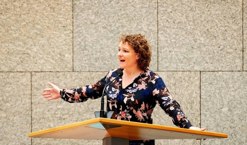 2019-06-13 14:08:20 DEN HAAG - Renske Leijten (SP) tijdens het debat in de Tweede Kamer over belastingplicht van multinationals. ANP ROBIN VAN LONKHUIJSEN  ( beeld anp)