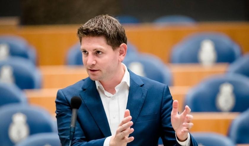 2018-06-14 14:27:47 DEN HAAG - Jan Paternotte (D66) tijdens het Tweede Kamerdebat over nieuwe acties en stakingen binnen Air France/KLM. ANP BART MAAT  ( beeld anp)